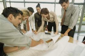 Team arbeitet an Plan