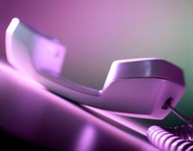 Telefonhörer, lila eingefärbt