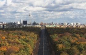 Tiergarten Brandenburger Tor und Fernsehturm sichtbar