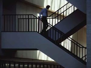 Sicheres Treppensteigen: So vermeiden Sie Stolpern und Stürzen