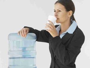 Trinkwasserspender im Betrieb erhöhen die Trinkmenge