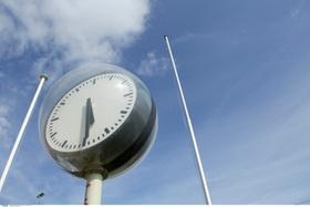 Uhr mit Stangen
