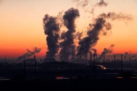 Umweltverschmutzung im Sonnenaufgang
