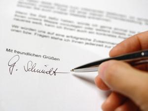 Zulassungshinweis bezüglich OLG im Briefkopf ist irreführend