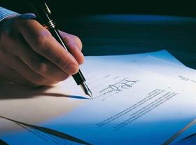 Unterschrift auf Vertrag