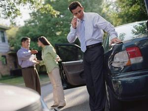 Verkehrsunfall: Crash in sich öffnende Autotür