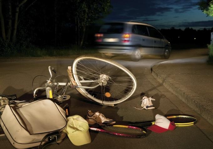 Die 10 wichtigsten Erste-Hilfe-Regeln beim Verkehrsunfall
