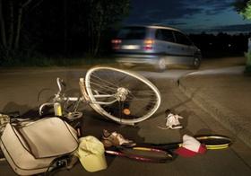 Verkehrsunfall, nachts, angefahrenes Fahrrad