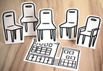 Versammlung leere Stühle auf Papierhaus Zeichnung