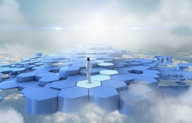Virtuelle Realität Mann steht auf Netz aus Waben in Himmel und Wolken