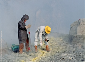 Vulkanologen installieren ein Frühwarnsystem