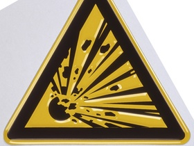 Warnschild vor explosionsgefährlichen Stoffen