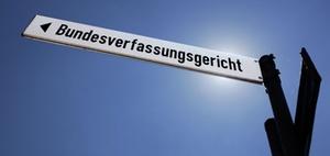 BVerfG nimmt Syndikus-Verfassungsbeschwerde nicht an, hilft aber
