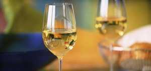 Bewirtung: Wein zählt nicht als Aufmerksamkeit
