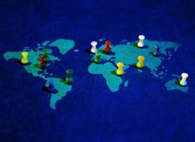 Weltkarte mit Pins als Markierung