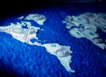 Weltkugel Amerika aus Dollarnoten