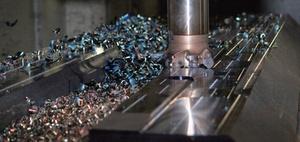 Instandhaltung von Werkzeugmaschinen überwacht und assistiert
