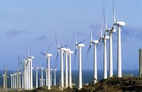 Windkraftpark mit Windrädern