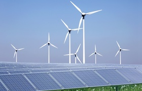 Windpark und Solarzellen
