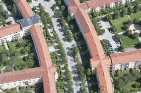 Wohnblocks mit begruenten Innenhoefen, Muenchen, Luftaufnahme