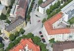 Wohnblocks und Strassenkreuzung, Muenchen, Luftaufnahme