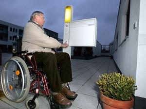 Pflege: Angehörige profitieren von geschulten Helfern
