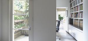 Häusliches Arbeitszimmer für mehrere Nutzer