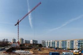 Wohnungsbau, Kran, Baugrube, Mehrfamilienhäuser