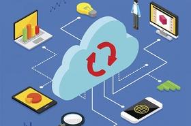 Wolke die von verschiedenen mobilen devices und icons umgeben oder damit vernetzt ist