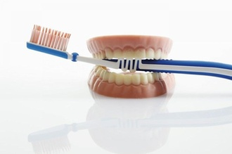 Barmer Zahnreport : Studie: Weniger Prothesen, Brücken und Kronen