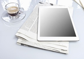 Zeitung iPad Kaffee Brille Stift News