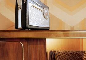 Zimmereinrichtung aus den 60er Jahren, Detail mit Radio
