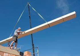 Zimmermann auf einer Baustelle