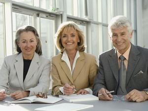 Altersstereotype: Vorurteile zu älteren Mitarbeitern oft falsch