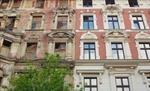 Zwei Altbauten eine Hälfte saniert