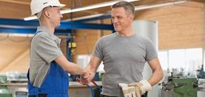 Führung: Junge Mitarbeiter haben mehr Vertrauen als ältere