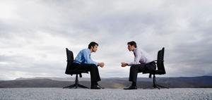 BGM-Studie: Mitarbeiter wollen weniger sitzen